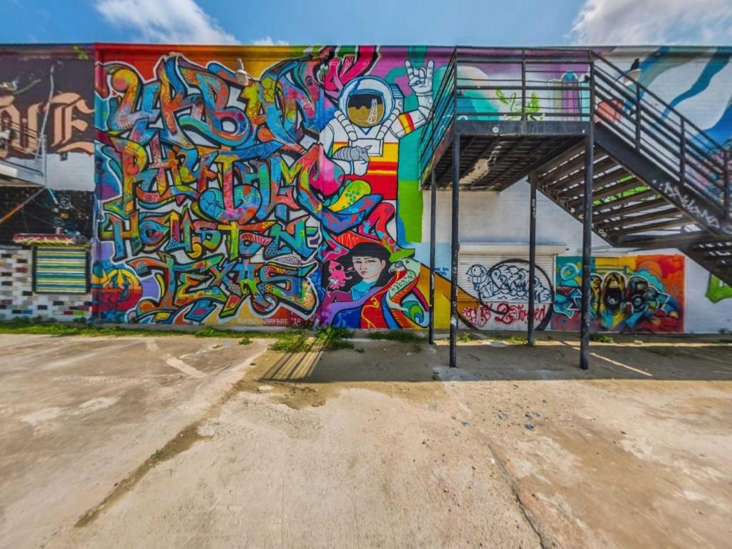 Visit Houston Enhanced Experience